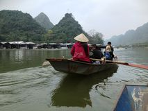 Flod som parfymerar pagoden i Hanoi, Vietnam, Asien Arkivbild