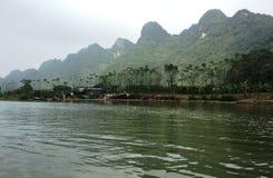 Flod som parfymerar pagoden i Hanoi, Vietnam, Asien Arkivbilder