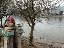 Flod som parfymerar pagoden i Hanoi, Vietnam, Asien Arkivfoto