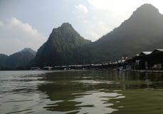 Flod som parfymerar pagoden i Hanoi, Vietnam, Asien Fotografering för Bildbyråer