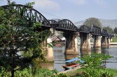 flod thailand för brokanchaburikwai arkivbild
