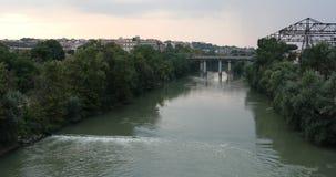 Flod Tiber i Rome och bron av branschen 4K video, hög definition stock video