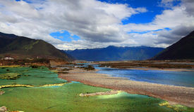 flod tibet royaltyfria foton