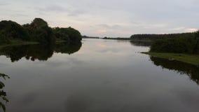 Flod till och med havet Arkivfoto