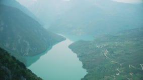 Flod till och med kanjonen i Europa stock video