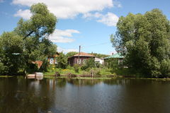 Flod Trubezh i Pereslavl. Royaltyfria Foton