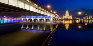 flod ukraine för hotellmoscow natt Arkivfoton