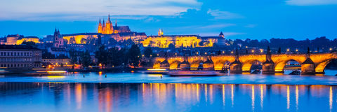 Flod Vltava, Charles Bridge Prague Czech Republic Arkivbild