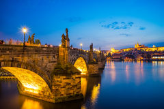 Flod Vltava, Charles Bridge Prague Czech Republic Royaltyfri Bild