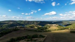 Flod Vltava i området runt om Solenice royaltyfria foton