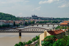 Flod Vltava med broar i Prague Royaltyfri Fotografi