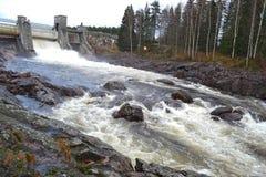 Flod Vuoksa i Imatra, Finland royaltyfri bild