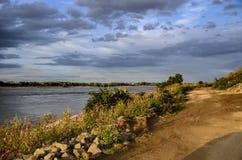 Flod Waal på aftonen royaltyfria bilder