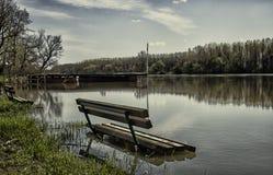 Flodbänk Arkivfoto