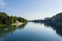 Flodbanker Po i Turin Royaltyfri Foto