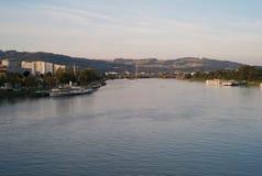 FlodDonauen i Linz, Österrike royaltyfri fotografi