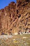 Floden av de Todra klyftorna i Marocko Arkivfoto