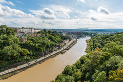 Floden Avon och landskap Clifton Suspension Bridge Trust i Bristol, Förenade kungariket royaltyfri fotografi