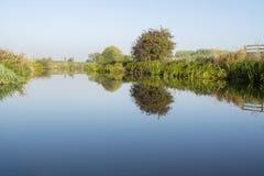 Floden Dearne mellan Adwick på Dearne och Harlington royaltyfria bilder