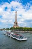 Floden för Eiffel torn och Seine i Paris, Frankrike Arkivfoto