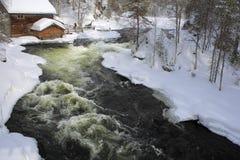 Oulanka flod i vinter. Arkivbilder