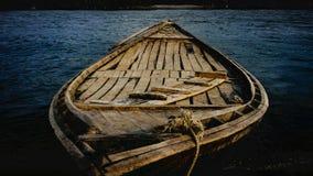 Floden & fartyget royaltyfri bild