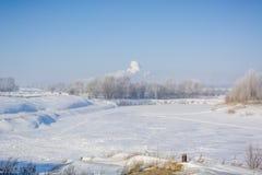 Floden fryste i vintern Is på floden Royaltyfria Foton