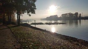Floden går Fotografering för Bildbyråer