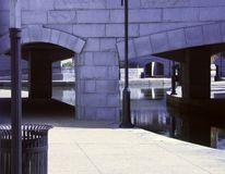 Floden går Arkivbild