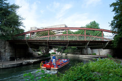 floden går Royaltyfria Foton
