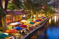Floden går i San Antonio Texas Royaltyfria Foton