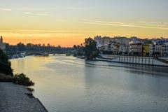 Floden Guadalquivir på soluppgång royaltyfri fotografi