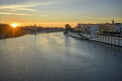 Floden Guadalquivir på soluppgång royaltyfria foton