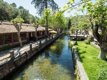 Floden i staden Arkivfoto