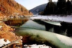 Floden Khara-Murin i Pribaikalye i nedgången Arkivbild