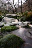 Floden med vaggar i det maximala området royaltyfria foton