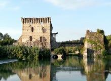 Floden Mincio i Borghetto nära Valeggio sul Mincio Arkivfoto