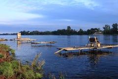 Floden Neva på en solnedgång Arkivfoton