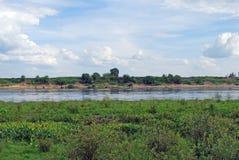 Floden Oka nära byn av Novoselki Ryazan region Royaltyfria Bilder