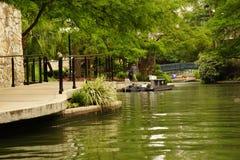 Floden på floden går San Antonio arkivfoton