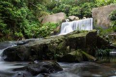 Floden stoppar aldrig Fotografering för Bildbyråer