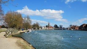 Floden Thames på Marlow i England Royaltyfri Bild