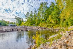 Floden vaggar och strömmar i Quebec Arkivbild