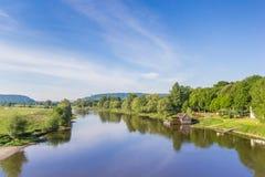 Floden Weser och gammalt trä maler nära Minden royaltyfri fotografi