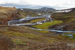 Floder och berg på vägen till Landmannalaugar royaltyfri foto