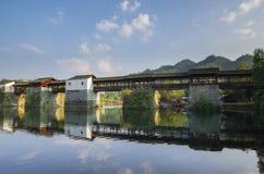 Floder och broar royaltyfria bilder