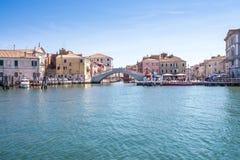 Floder och brostad av Chioggia, Italien, august 2016 Arkivbild