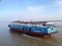 Flodfärjatrans. i Indonesien Royaltyfria Bilder