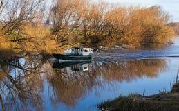 Flodfartyg Fotografering för Bildbyråer