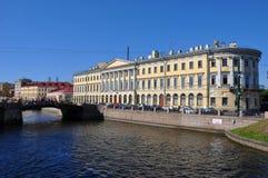 FlodFontanka invallning i St Petersburg Arkivfoton